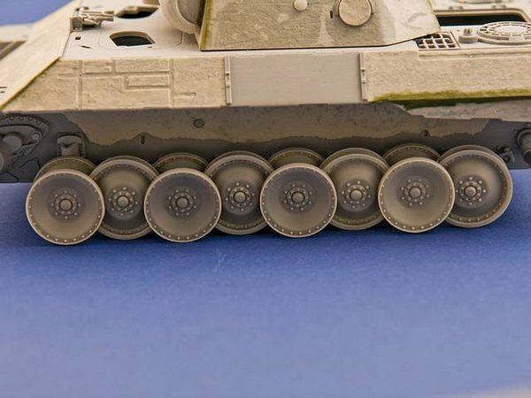 Burn out wheels for Panther Tank - Image 1