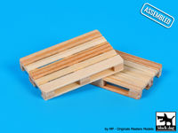 Wooden pallets (2 pcs)