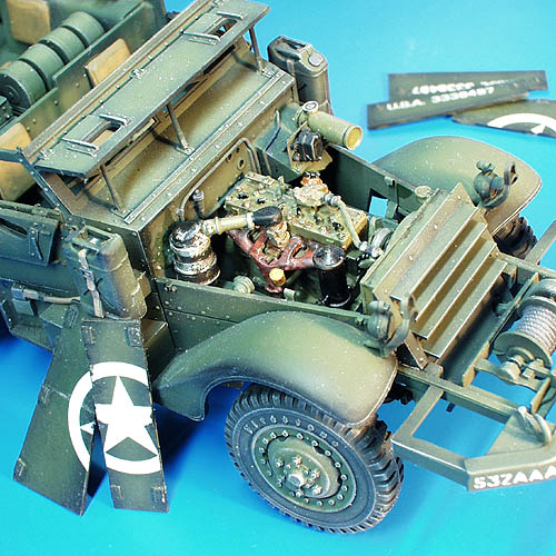 U.S. Troop Carrier Halftrack ? engine set - Image 1