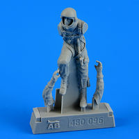 U.S.A.F. fighter pilot - pressure suit 1960 - 1975 Figurines - Image 1
